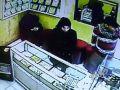 بالفيديو : فتاة تسرق محل للذهب في عمان - شاهد كيف غافلت صاحب المحل