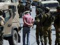 قوات الاحتلال تعتقل مواطنا وابنه من بلدة بيت ليد شرق طولكرم