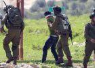 قوات الاحتلال الاسرائيلي يعتقل فلسطينيين بحجة القاء الحجارة قرب نابلس
