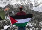 """فلسطيني ينجح في صعود جبل """"إيفرست"""" بقدم واحدة"""