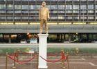 تمثال ذهب لنتنياهو وسط تل أبيب