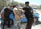 القبض على 5 أشخاص لضلوعهم بسرقة ونشل 13 جهازا محمولا في الخليل