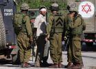 الاحتلال يشن حملة اعتقالات واسعة في الضفة ويعتقل اكثر من 25 شابا