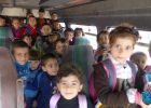 الشرطة تضبط حافلتين نقل طلاب بحمولة زائدة بلغت 21 طالب