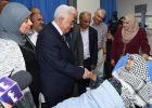 الرئيس يزور مجمع فلسطين الطبي ويعود المرضى ووالدة الشهيد سميح المدهون
