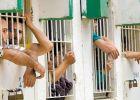 """إصابة سجان إسرائيلي بزعم طعنه من قبل أسير في سجن """"أوهلي كيدار"""""""