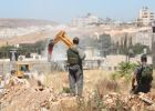 جرافات الاحتلال تهدم 11 منزلاً في بلدة قلنديا شمال القدس