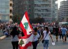 حكومة الحريري تبدأ بالتفكك على وقع الاحتجاجات الشعبية