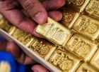 ضعف الدولار يدفع بأسعار الذهب الى الارتفاع