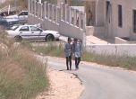 طلبة الحفاصي يقطعون 10 كم يوميا مشياً نحو مدارسهم في كفر الل ...