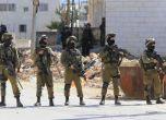 الاحتلال يعتقل 40 عاملاً قرب طولكرم أثناء محاولتهم العبور إل ...