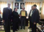 لجنة الزكاة تكرم رئيس بلدية طولكرم