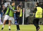 بالصور : الفتيات يبكين أمام كريستيانو رونالدو والشباب يحاولو ...