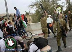 """تجميد عمل الضابط الذي منح المتضامنين """"مادة تحريضية"""" ضد إسرائيل"""