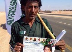 بالفيديو : رجل باكستاني يمشي 6000 كلم لأداء الحج