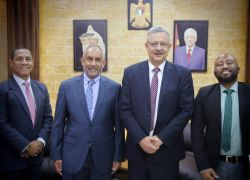 محافظ طولكرم عصام أبو بكر يلتقي سفير جمهورية جنوب إفريقيا ويطلعه على انتهاكات الاحتلال وأوضاع المحافظة