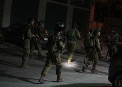 الاحتلال يعتقل 5 مواطنين من بلدة فرعون جنوب طولكرم