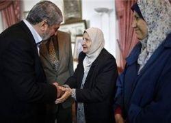 مشعل وقادة حماس يزورون شقيقة الراحل عرفات...