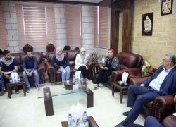 محافظ طولكرم عصام أبو بكر يلتقي وفداً شبابياً من المركز الفلسطيني لقضايا السلام والديمقراطية