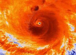 في حالة نادرة- اعصار يتجه نحو بريطانيا