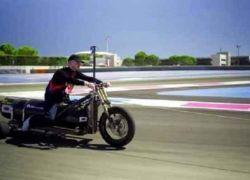 تسير بضغط الماء.. أسرع مركبة ثلاثية العجلات في العالم!