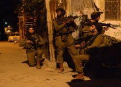 قوات الاحتلال تعتقل شابا شرق طولكرم