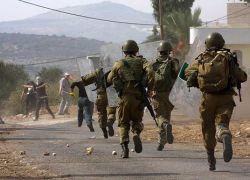إصابة معلم بجروح وطلبة بحالات اختناق جراء اقتحام الاحتلال مدرسة الخليل الأساسية