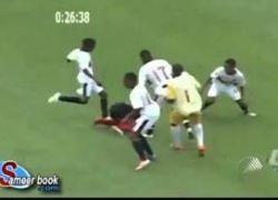 شاهد الفيديو : لاعب يواجه الموت ركلاً بالأقدام داخل الملعب