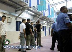 إدارة سجن النقب تجبر الأسرى على إجراء فحص D.N.A