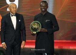 ماني يهزم صلاح ومحرز ويتوج بجائزة الأفضل في إفريقيا