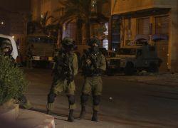 قوات الاحتلال تعتقل مواطنين من بلدة صيدا شمال طولكرم