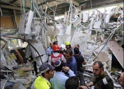 اصابة 26 اسرائيلياً بالهلع الشديد جراء سقوط جراد في أحد المتاجر