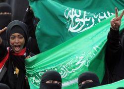 لأول مرة في تاريخ المملكة ..السعوديات سيشجِّعن فريقهن ويهتفن لفوزه من داخل الملعب