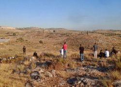 شبان يتصدون للمستوطنين شرق طولكرم