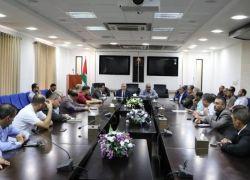 """""""وزير الاتصالات"""" يبحث آلية تطوير ناقل البيانات الفلسطيني"""