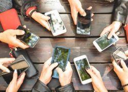 استخدام الهاتف الذكي لـ5 ساعات أو أكثر يؤدي للسمنة