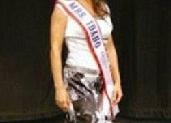 ملكة جمال تحمل جزءاً من عظام جمجمتها في بطنها!!