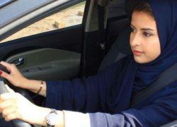 """سعودية تتطوع لتعليم النساء قيادة السيارات """"بدون مقابل"""""""