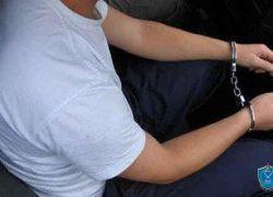 الشرطة تقبض على شخص بحوزته مواد يشتبه أنها مخدرة داخل مركبة في طولكرم