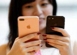 """""""واتساب"""" يطرح ميزة على هواتف """"آيفون"""" لكاميرا شبيهة بـ""""سناب شات"""""""