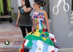 فتاة فلسطينية تتجول في الشوارع مرتدية فستان المونديال..شاهد الصور