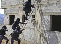 هكذا تنفذ الشرطة خطة لاقتلاع آفة المخدرات من ضواحي القدس