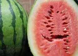 اذا رأيت هذه الشقوق في فاكهة البطيخ قم برميها بعيداً