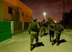 قوات الاحتلال تعتقل شابا شمال طولكرم