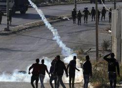 عشرات الاصابات في هجوم للاحتلال على مدرسة في الخليل