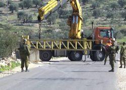 إسرائيل تفرض طوقا عسكريا على الضفة وغزة