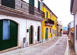 بلدة إيطالية تعرض الحياة بها مجانا وبراتب شهري