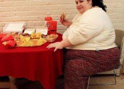 قضمت أذن صاحب المطعم بسبب وجبة الطعام