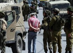 قوات الاحتلال تعتقل مواطنين من مخيم طولكرم