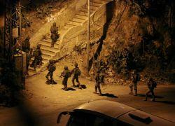 قوات الاحتلال تعتقل (3) مواطنين من مدينة طولكرم